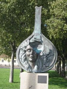 Памятник А.Родригеш в Лиссабоне