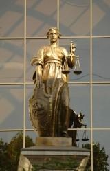 Фимида - богиня правосодия на здании Верховного Суда РФ