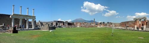 Панорама форума в Помпеях