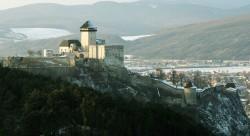 Град расположен на на доминирующей над округой высоте