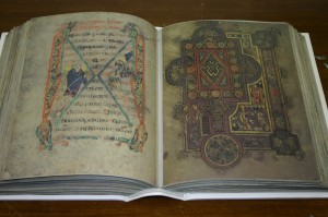 Келлская книга (факсимиле копия 1990 года)