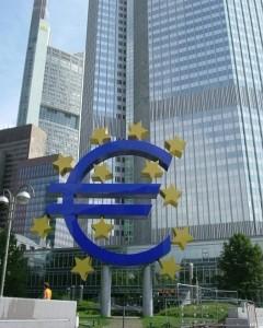 В поисках выхода из финансового тупика лидеры 27 стран Евросоюза в 2012 году провели 5 саммитов