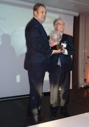Главный приз достался американской монете «Национальный зал славы бейсбола». Rhett Jeppson, 1-й заместитель директора Американского монетного двора, принял премию.
